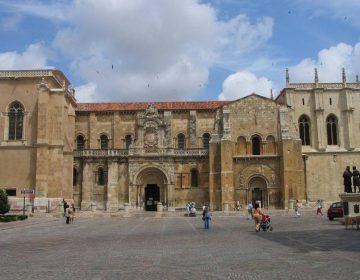 Basiliek van San Isidoro in León (CC BY-SA 3.0 - wiki)