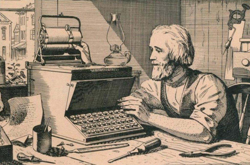 Christopher Sholes en zijn typemachine. Tekening uit circa 1870. (Publiek Domein - wiki)