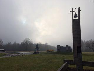 Obelisk op de herdenkingsplaats (Foto: Michiel van Herpen)