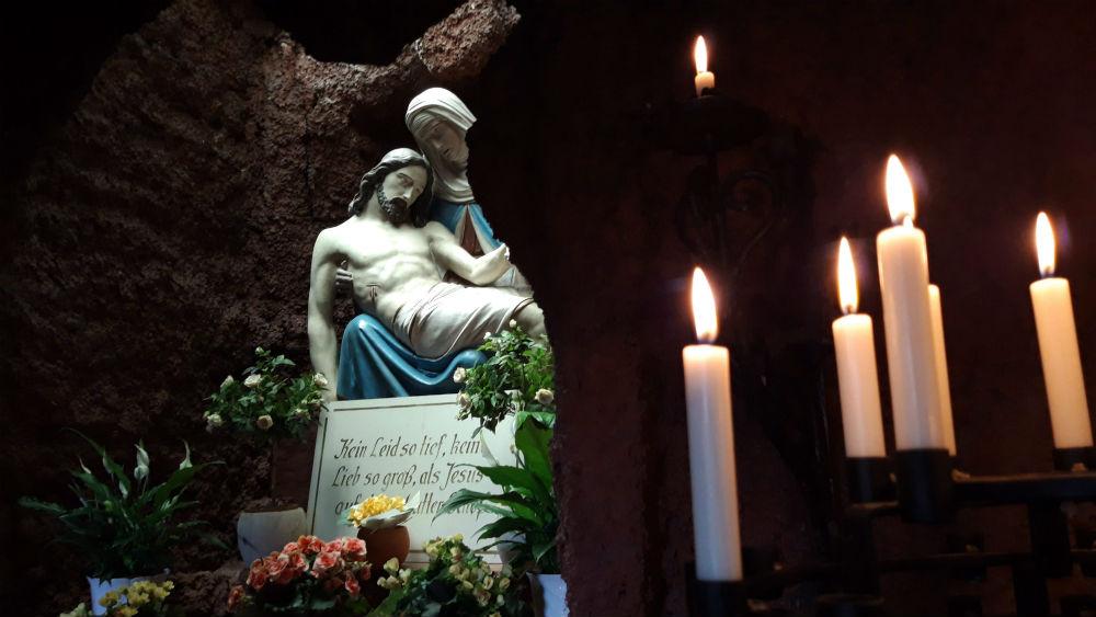 Piëta in de Lourdes-grot in Rohren