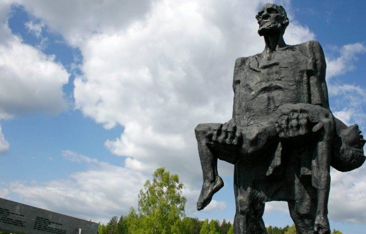 Monument ter nagedachtenis aan het bloedbad van Chatyn (CC BY-SA 3.0 - John Oldale - wiki)