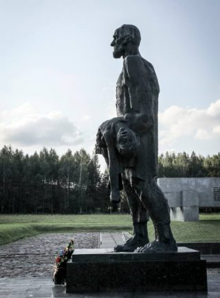 Monument ter nagedachtenis aan het bloedbad van Chatyn (CC BY-SA 3.0 - Joakim Berndes - wiki)