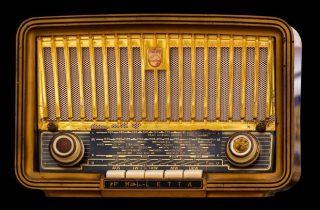 Oude radio (CC0 - Pixabay - Gellinger)