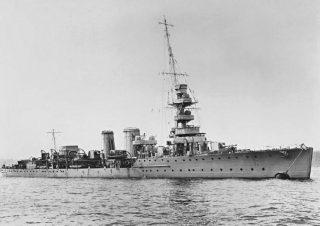 De Britse lichte kruiser HMS Calypso liep tijdens de Tweede slag bij Helgoland aanzienlijke schade op (Publiek Domein - wiki)