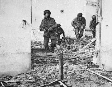 Operatie Market Garden - Britse paratroopers in Oosterbeek (Publiek Domein - wiki)
