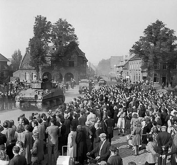 Sherman-tanks in Valkenswaard (Publiek Domein - wiki)