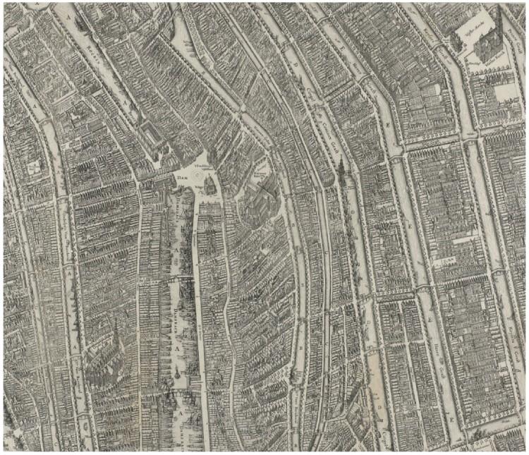 Detail uit Balthasar Florisz. van Berckenrode, Plattegrond van Amsterdam (1625). In de Beursstraat achter de Dam – ongeveer ter hoogte van het huidige Rokin en de Nes – was de uitgeverij van Jan van Hilten gevestigd. Bron: De krant