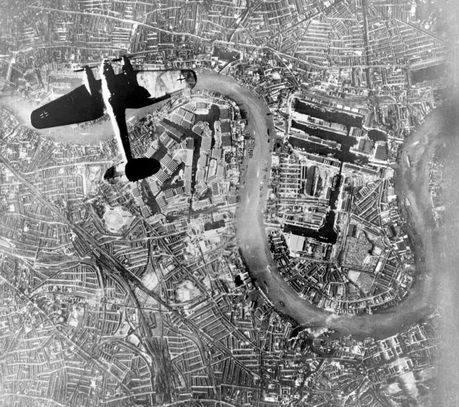 Heinkel-bommenwerper boven Londen, september  1940 (Publiek Domein - wiki)