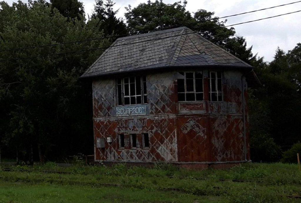 Vervallen stationsgebouw van Sourbrodt, 2019 (Foto Historiek)