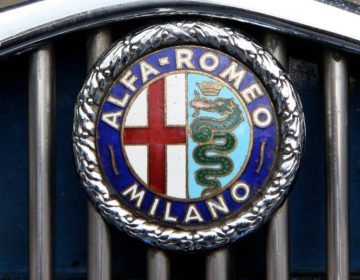 Alfa Romeo logo uit 1933 (CC BY 2.0 - Brian Snelson - wiki)