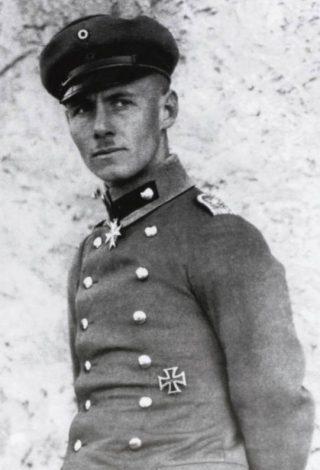 Erwin Rommel in 1917 met de Pour le Mérite (Publiek Domein - wiki)