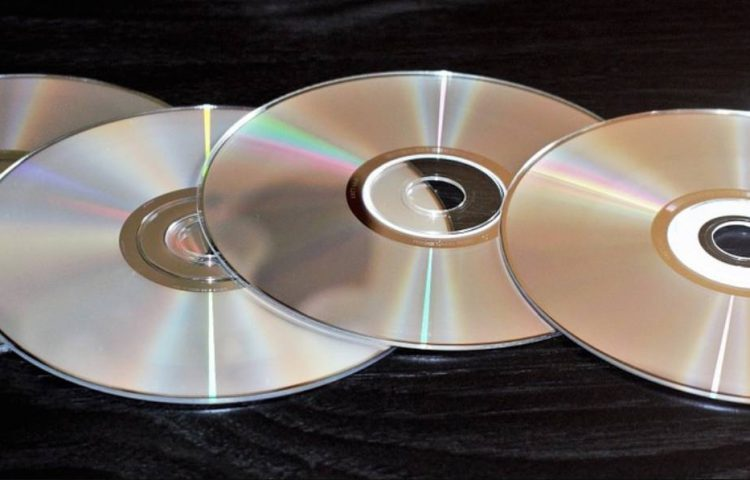 DVD's (CC0 - Pixabay - Brett_Hondow)