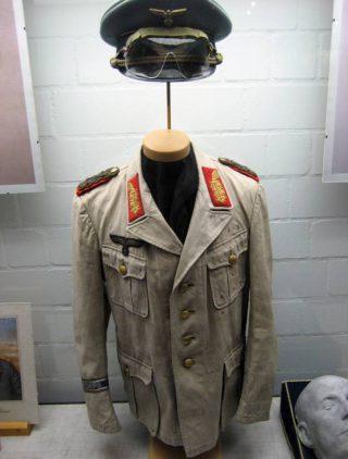 Erwin Rommels woestijnuniform (Publiek Domein - wiki)