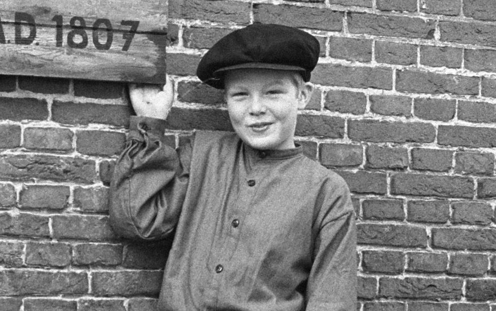Bartje in de televisieserie, gespeeld door Jan Krol (CC0 - Verhoeff, Bert / Anefo - wiki)
