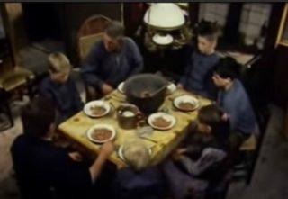 Bartje zit netjes aan tafel, maar bidden voor bruine bonnen, ho maar (Still YouTube)