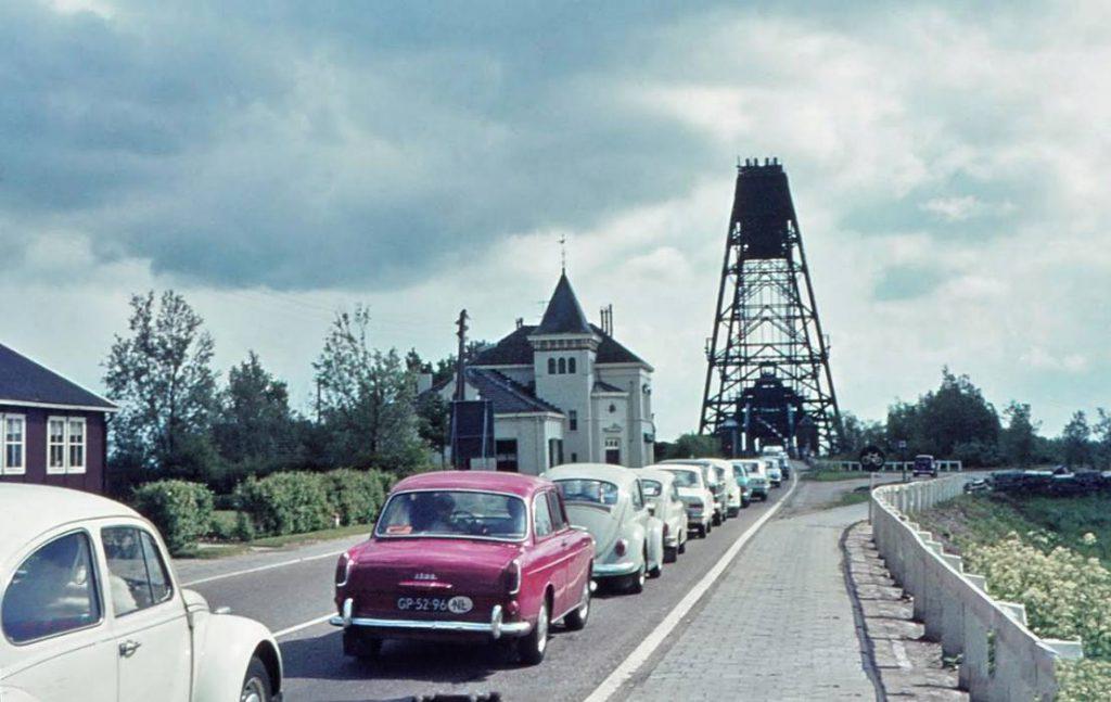 File voor de Barendrechtse brug,  1969 (Afb: auteur)