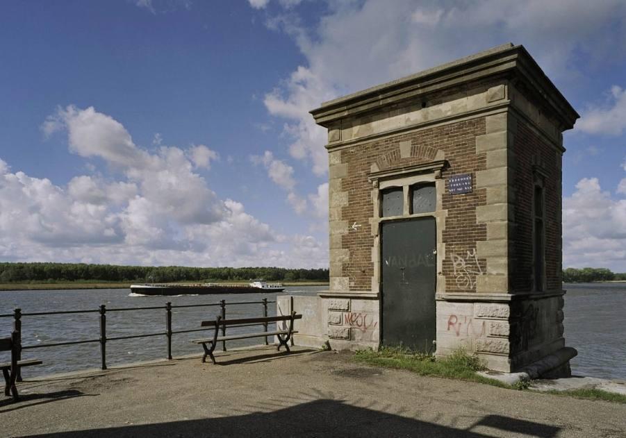 Bewaard gebleven wachtgebouw van het noordelijke landhoofd (CC BY-SA 4.0 - RCE - wiki)