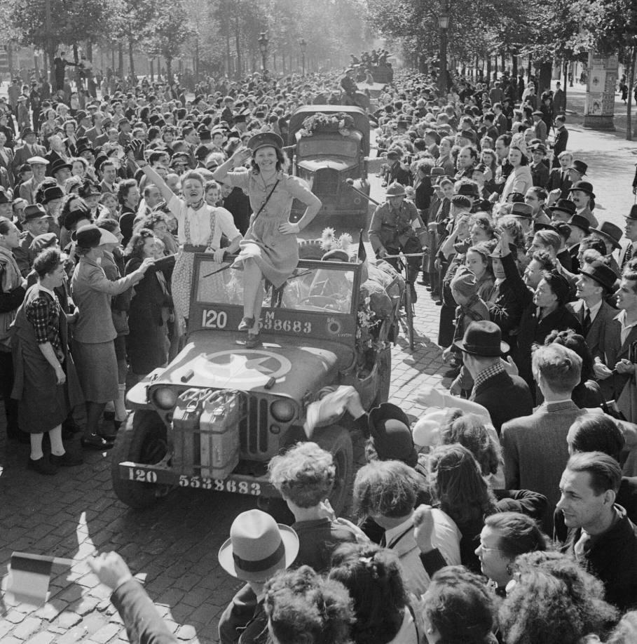Britse troepen worden uitbundig onthaald in Brussel, 4 september 1944 (Publiek Domein - wiki)