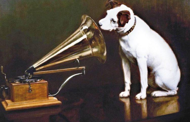 His Master's Voice, Nipper voor een oude platenspeler - Francis Barraud (Publiek Domein - wiki)