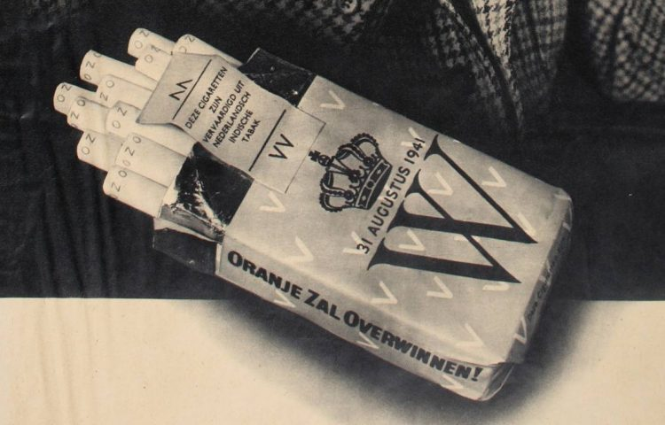 O.Z.O. - Oranje Zal Overwinnen op een pakje sigaretten (Publiek Domein - wiki)