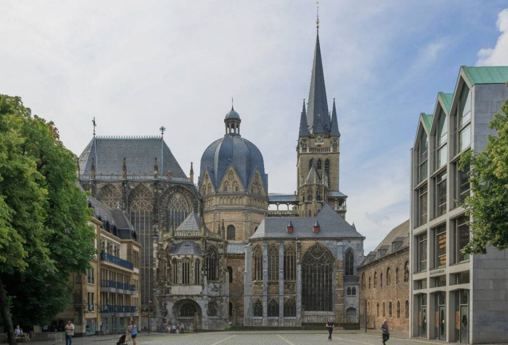 De Dom van Aken (CC BY-SA 3.0 - CEphoto, Uwe Aranas - wiki