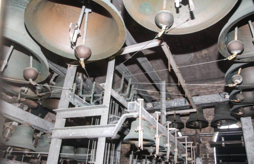 Carillon in Spijkenisse (CC BY-SA 4.0 - Peter van der Sluijs - wiki)