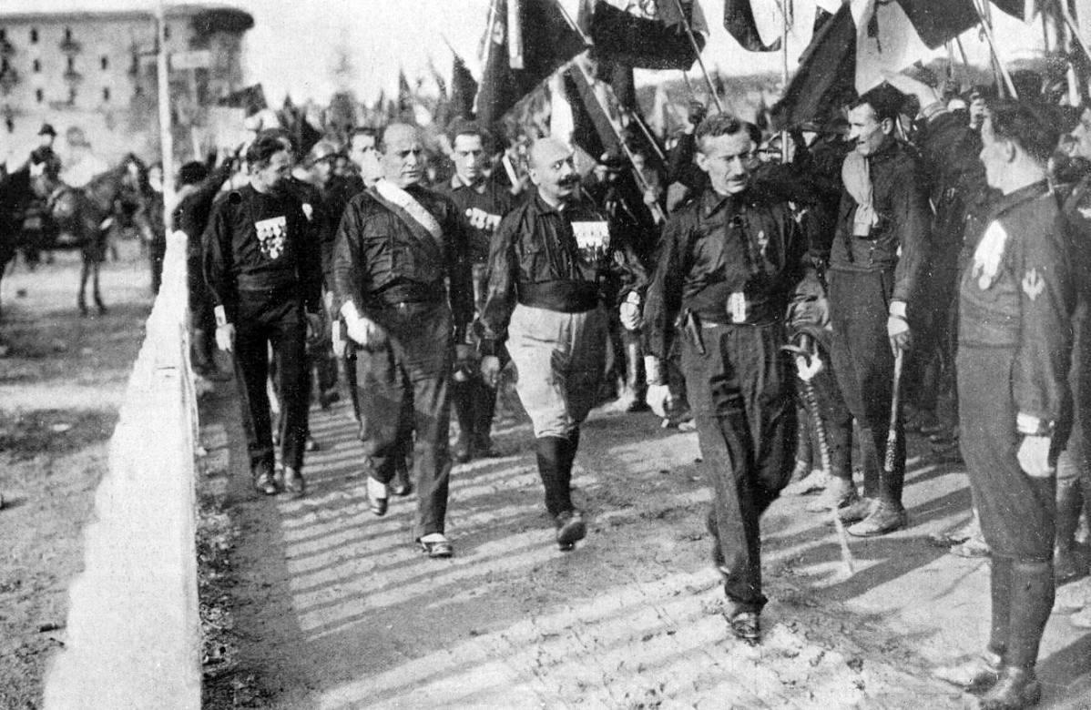Mussolini en zwarthemden tijdens de Mars op Rome (Publiek Domein - Wiki)