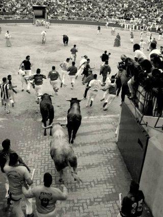 Stierenrennen in Pamplona 2007 (CC BY 2.0 - Baltasar García - wiki)