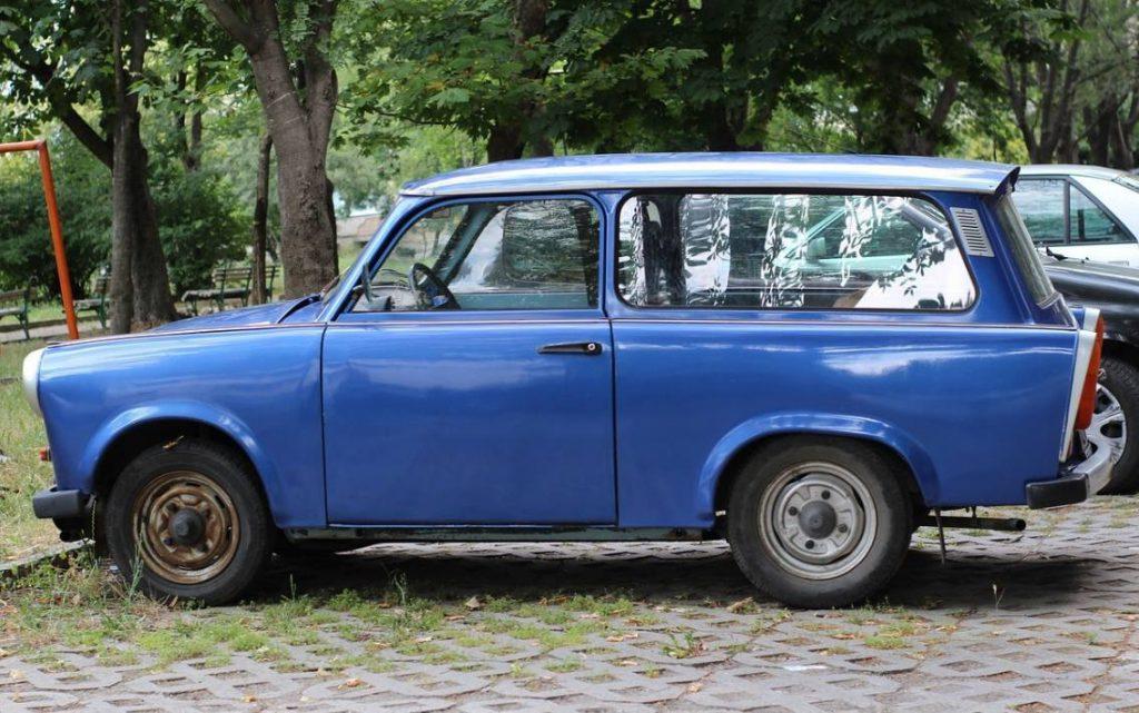 Blauwe Trabant, één van de symbolen van de DDR (CC0 - Pixabay - gzvezdov)