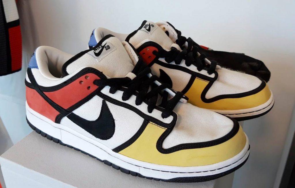Nike-sportschoenen met Mondriaan-print, te zien in het Mondriaanhuis in Amersfoort (Foto: Historiek, 2019)