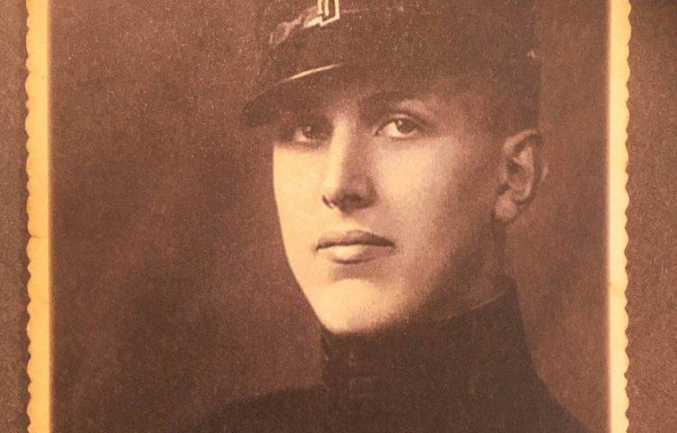 Hans Hellendoorn in de jaren 30 (Foto: Defensie)