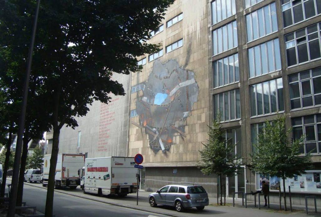 Muurschildering van een V2-inslag aan de Meistraat in Antwerpen (Foto: E. Ruis)