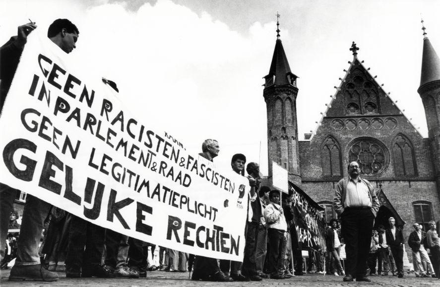 Demonstratie op het Binnenhof tegen de Centrumdemocraten,  september 1989