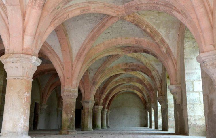 Monnikenzaal in de Abdij van Fontenay, Frankrijk. Onder meer gebruikt als scriptorium.