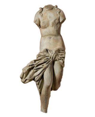 Marmeren beeld van Aphrodite, 2de eeuw na Chr., h. 116 cm., uit Salamis - Collectie Cyprus Museum, Nicosia