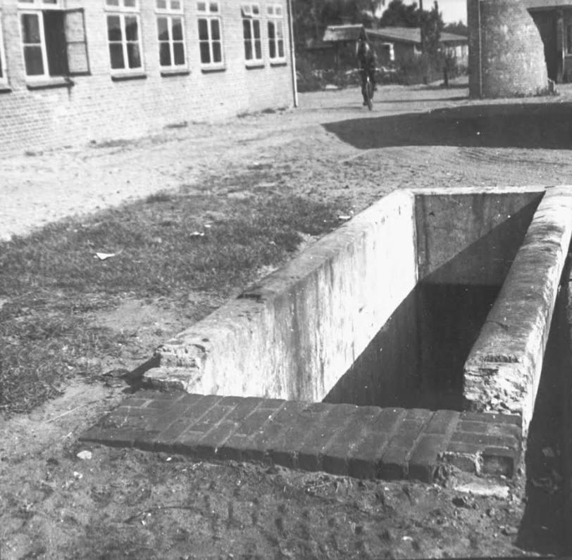 Oude foto van de ingang tot de tunnel (Foto Kamp Amersfoort)