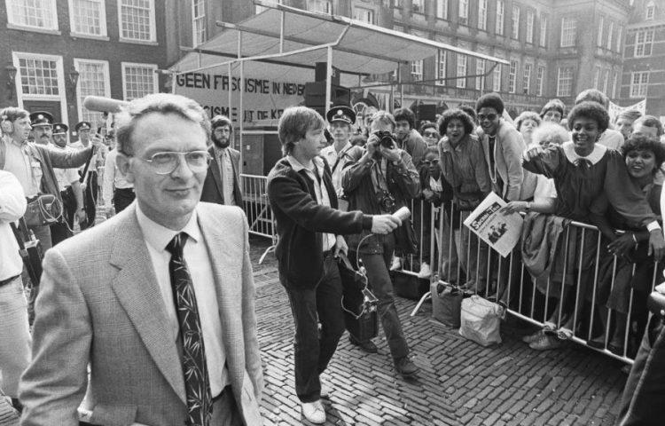 Demonstratie op het Binnenhof tegen de Centrumpartij, september 1982.