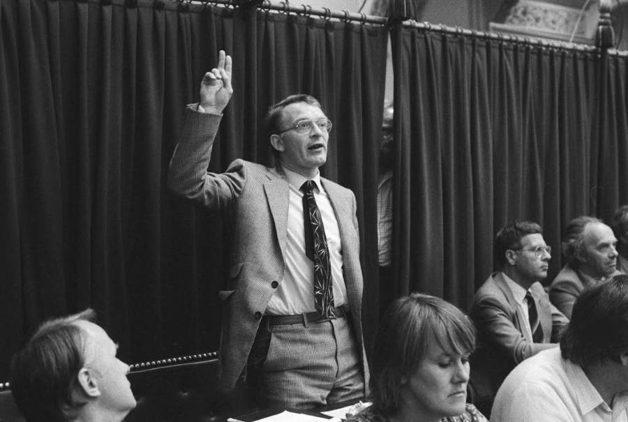 Hans Janmaat (CP) legt de eed af in de Tweede Kamer, september 1982
