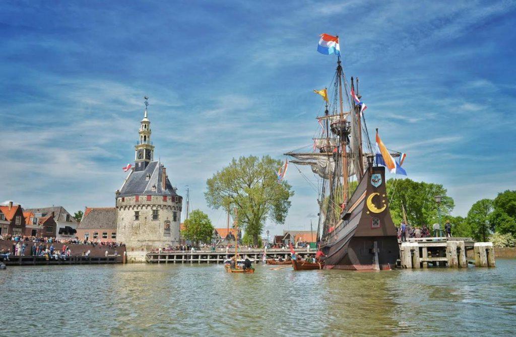 Aankomst van de Halve Maen in Hoorn in 2015