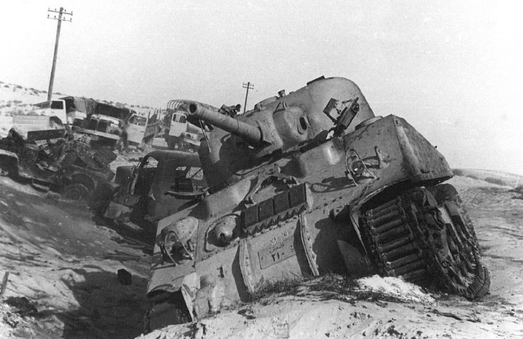 Suezcrisis - Een beschadigde Egyptische tank, 1956