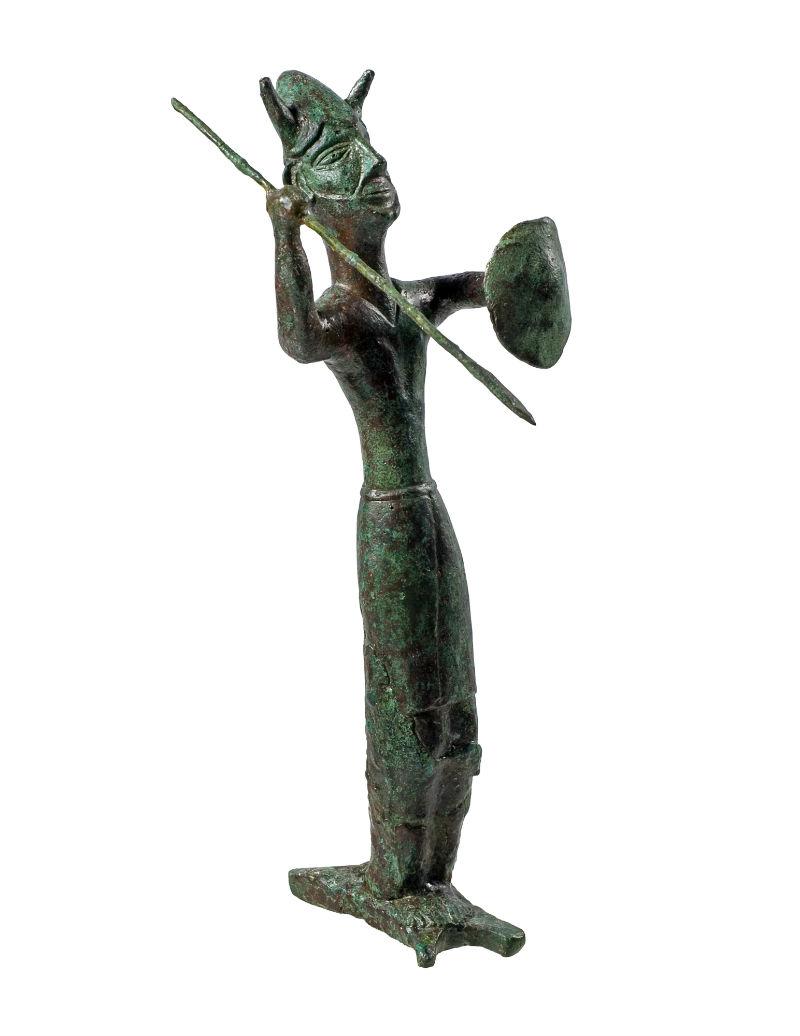 God met speer, staande op koperbaar, koperlegering, ca. 1200 v.Chr., h. 33 cm., uit Ekomi - Collectie Cyprus Museum, Nicosia (replica in tentoonstelling)
