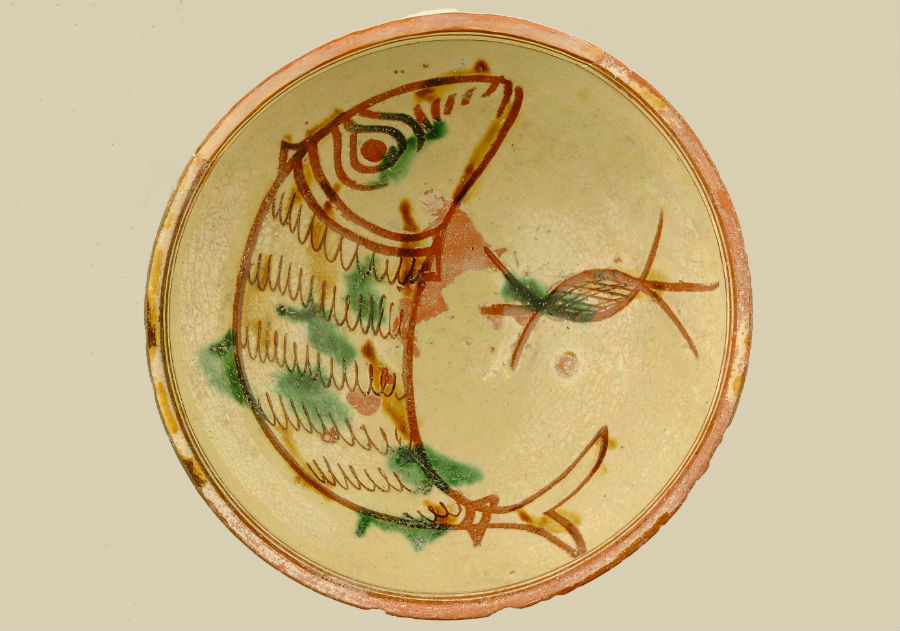 Geglazuurde kom met vis, 1240-1260 na Chr., diam. 17 cm. - Collectie Leventis Municipal Museum, Nicosia
