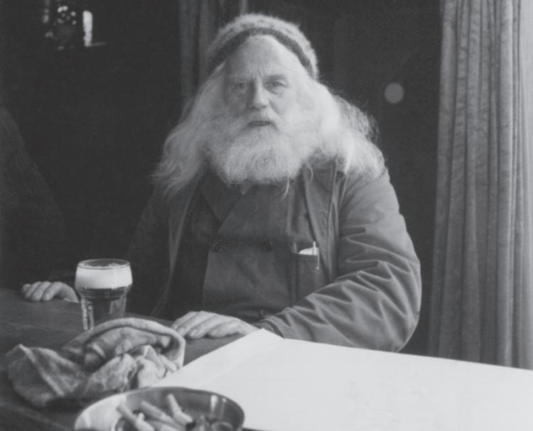 Dorpsfiguur Isidoor Roijackers in een van de dorpscafés in Aarle-Rixtel. Isidoor overleed in 2000.