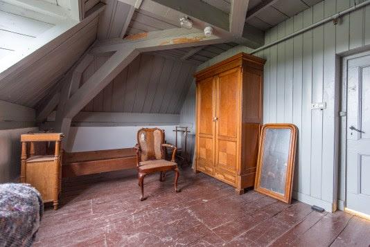 Het interieur van dit dienstvertrek, hier woonde een kamermeisje, wordt momenteel gereconstrueerd. Fotografie: Theo Scholten / Huis Doorn
