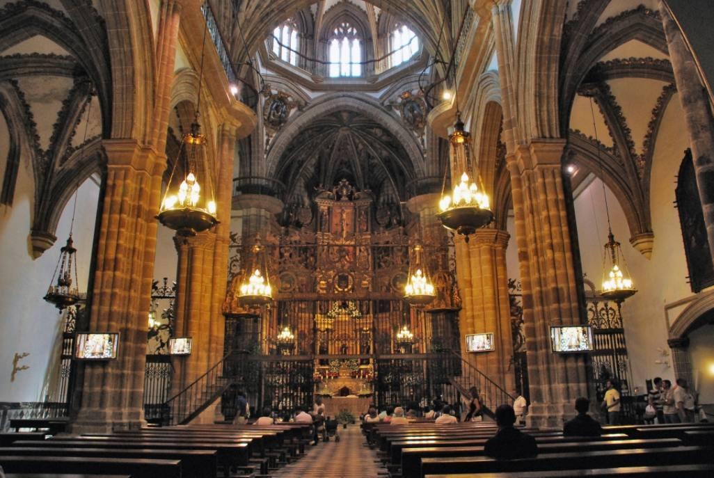 Interieur van de gotische hoofdkerk van Guadalupe