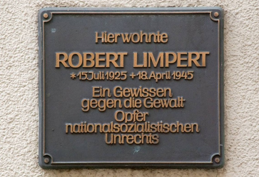 Herinneringsplaquette op het geboortehuis van Robert Limpert