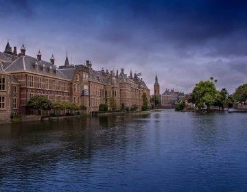 Verzorgingsstaat - Den Haag, met links het Torentje van de minister-president