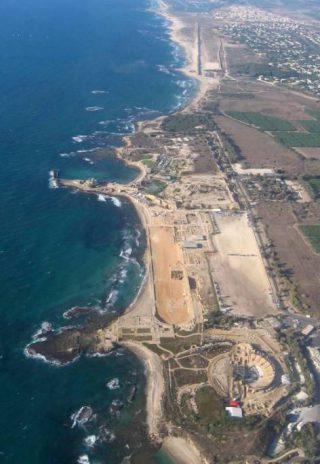 Luchtfoto van de opgravingen in Caesarea  Maritima