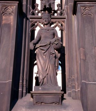 Beeld van Elisabeth van Thüringen in Dresden