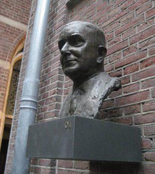 Buste van Cleveringa in het Academiegebouw in Leiden